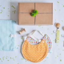 cadeaux-de-naissance-bio-arolle-avoldoiseau-bavoirs