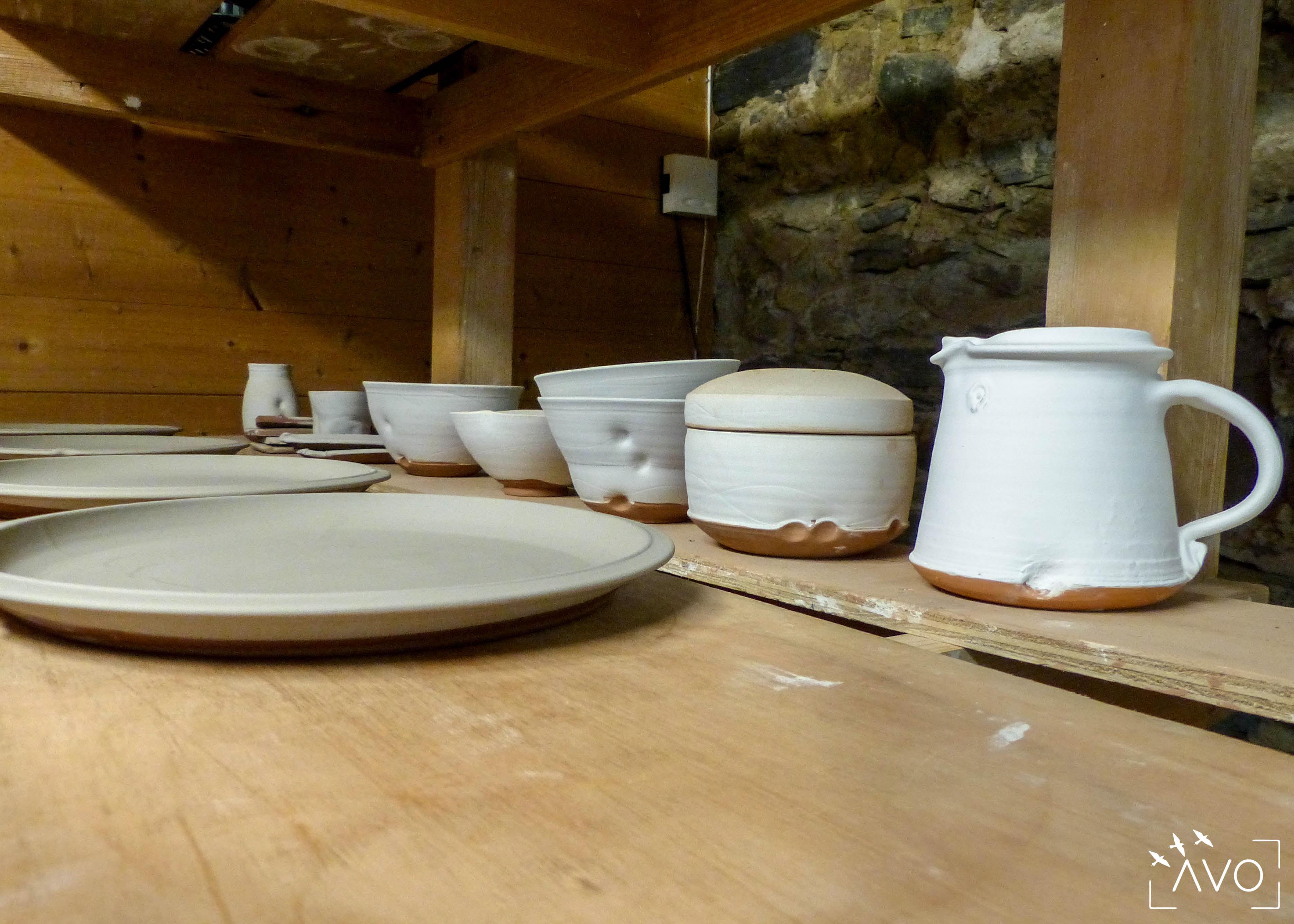 marina-leflon-ceramiste-courzieu-atelier-gres-faience-fleurs-terre-avo-avoldooiseau-ceramiques-art-de-la-table-atelier-poterie