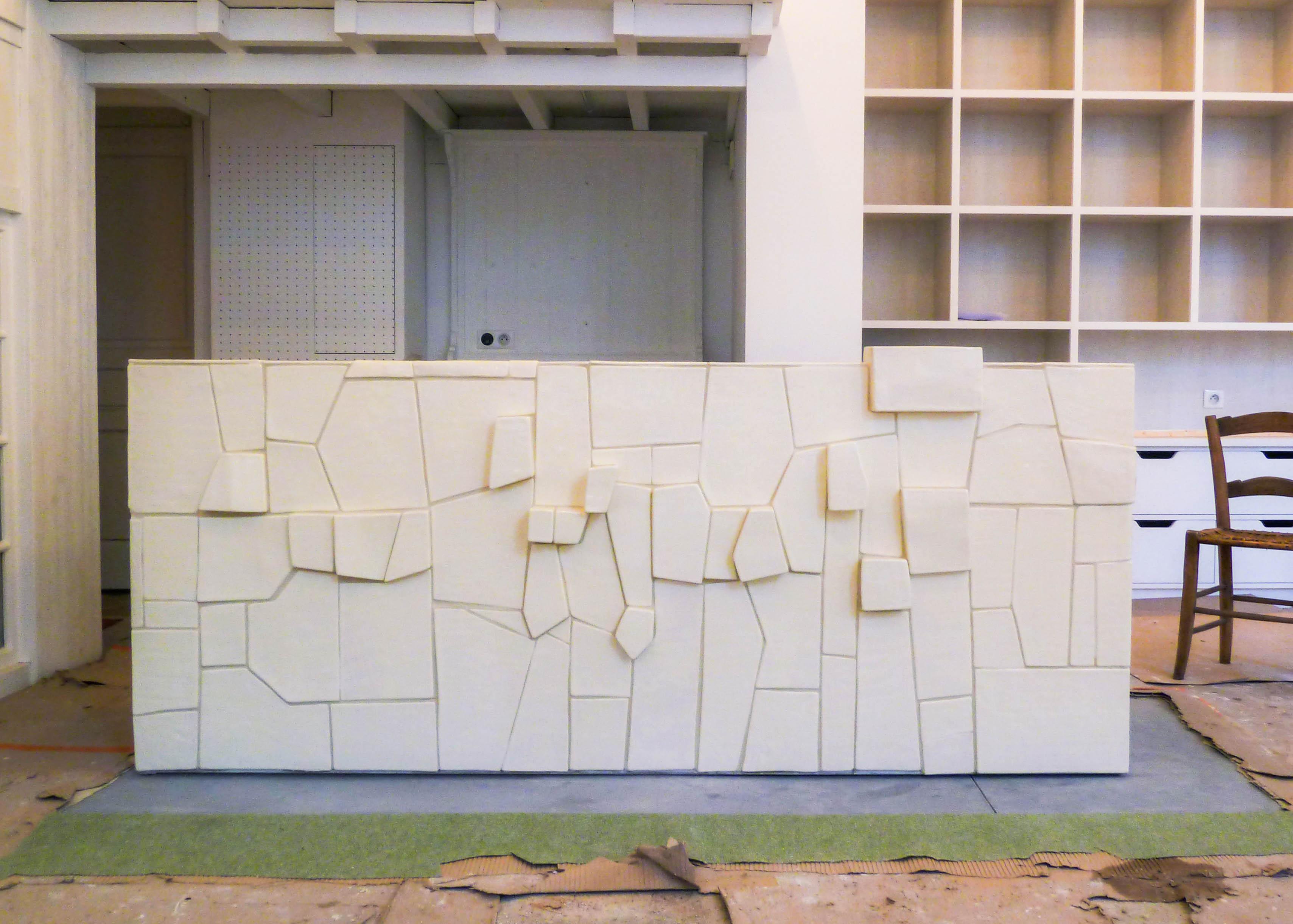 savoir-faire-ceramique-faience-decoration-bol-plat-creatrice-colore-email-terre-local-sabine-orlandini-atelier-banque-de-face-1