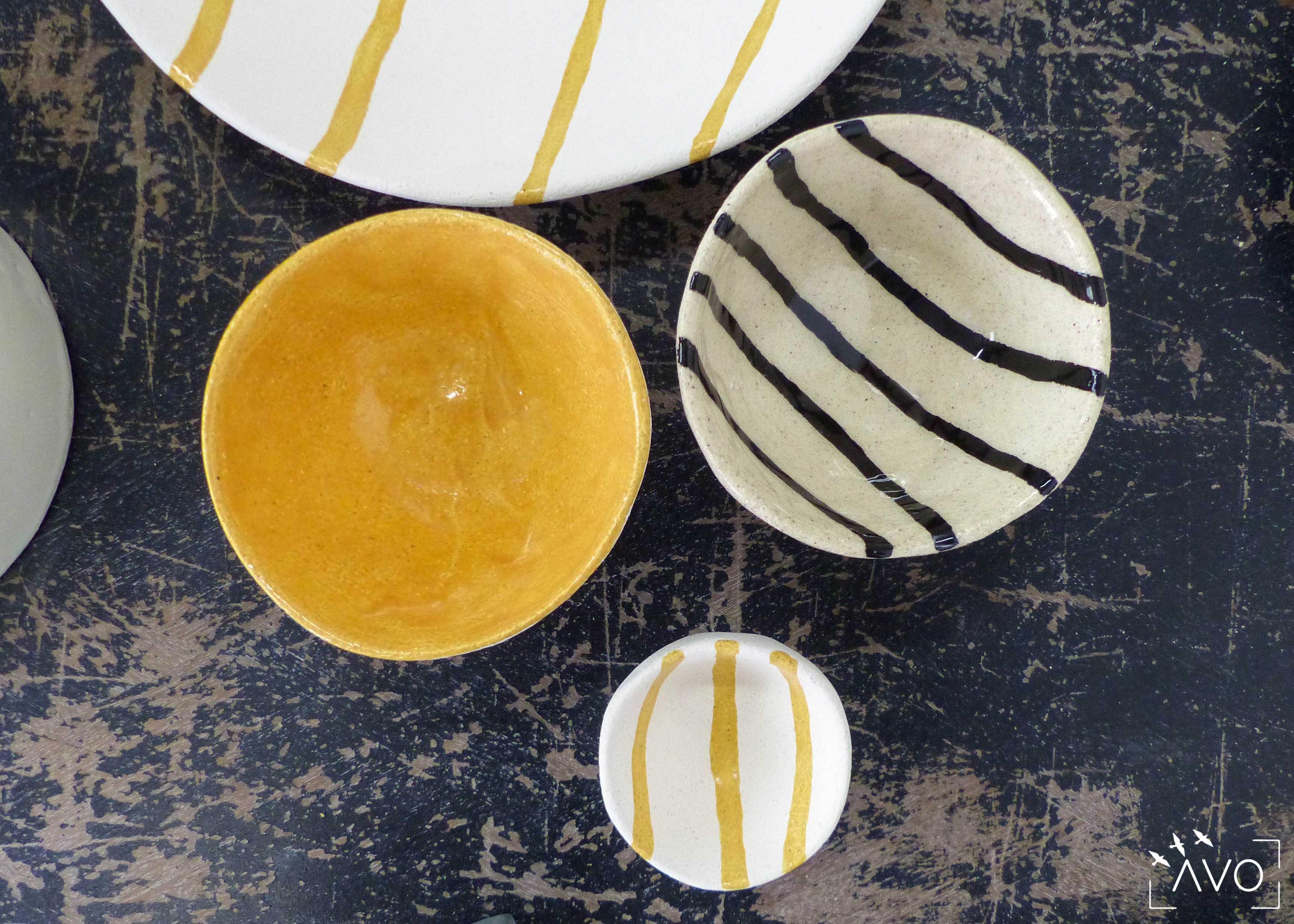 savoir-faire-ceramique-faience-decoration-bol-plat-creatrice-colore-email-terre-local-sabine-orlandini-atelier-rayures-jaune
