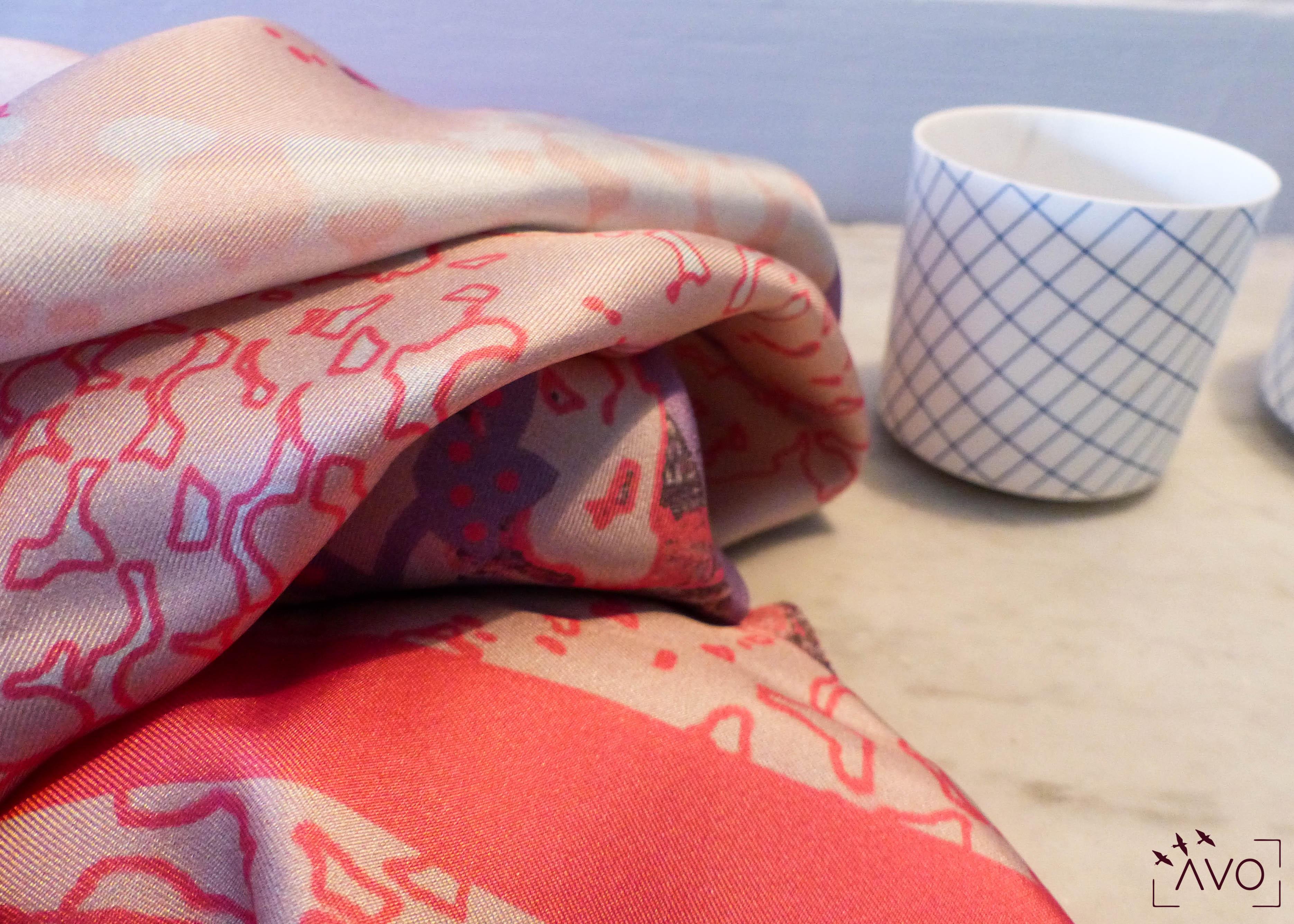 lso créations foulards lyon soie détail histopire poésie couleur rose zoom