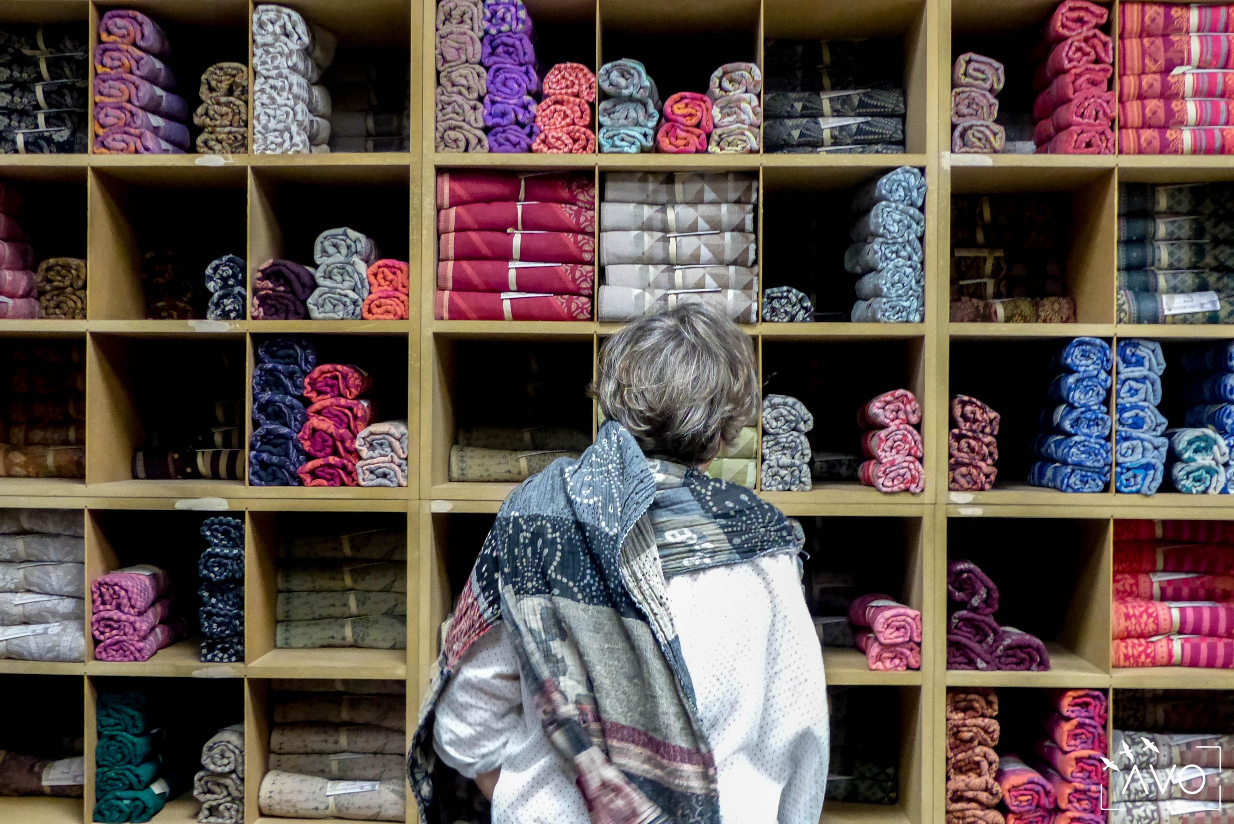 étole Létol foulard madeinfrance charlieu loire motif fleur géométrique beau dessin cadeau casier magasin