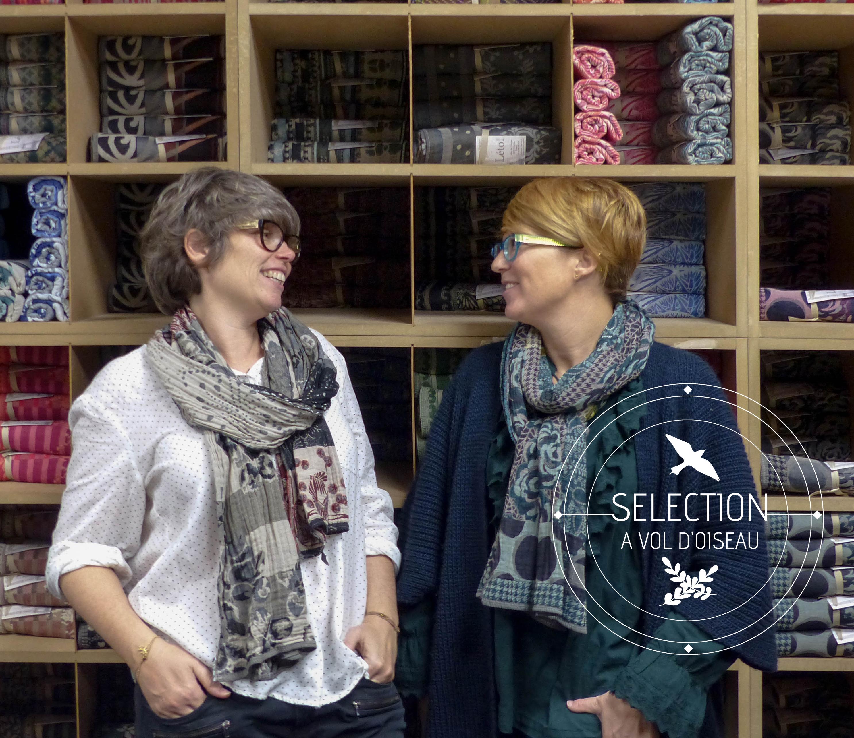 étole Létol foulard madeinfrance charlieu loire motif fleur géométrique beau dessin cadeau couleurs duo équipe atelier