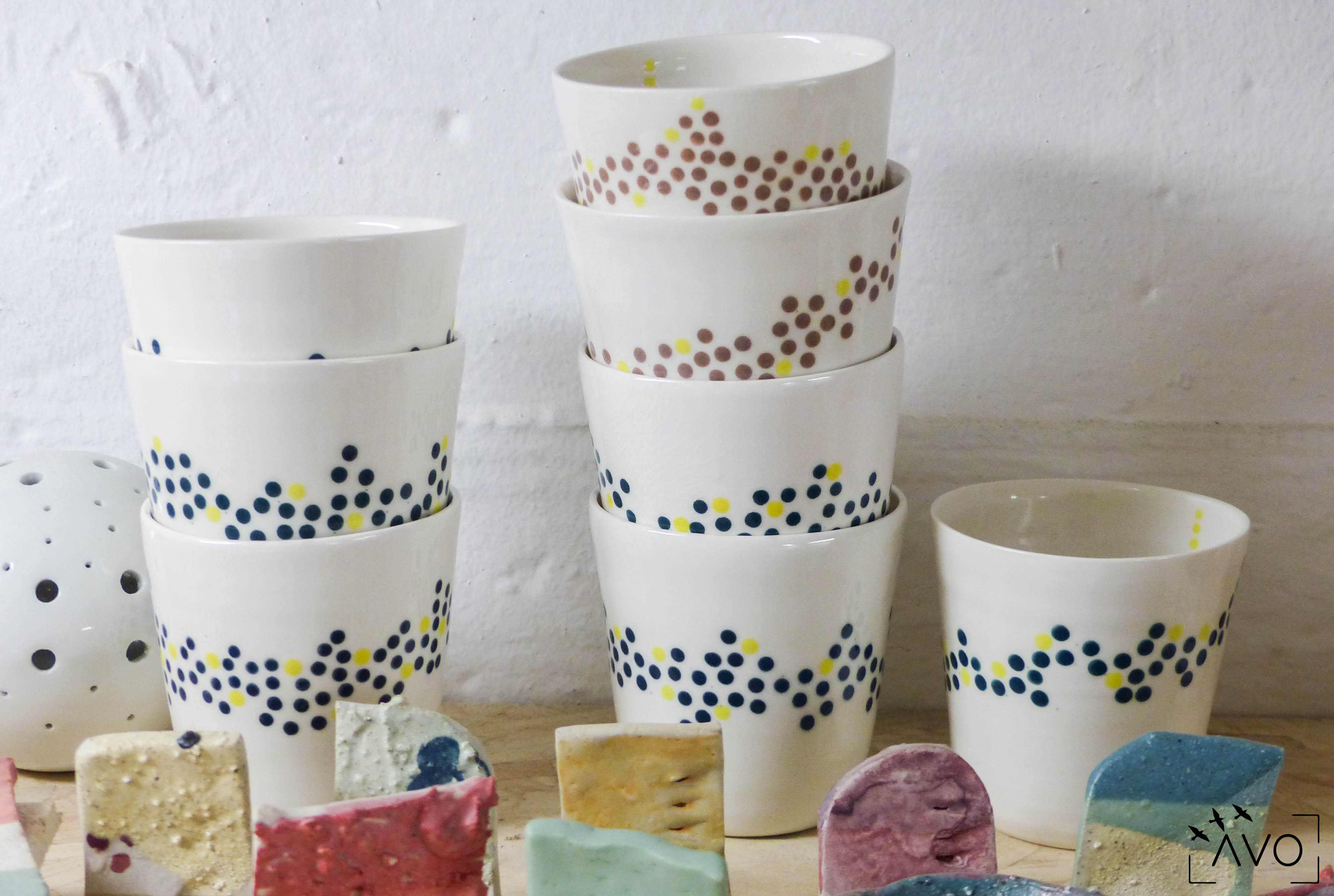 céramique tasse pois porcelaine caluire lyon abcéramique atelier blanc